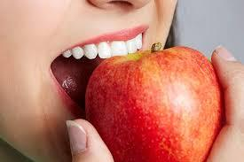 Do apples help clean your teeth?